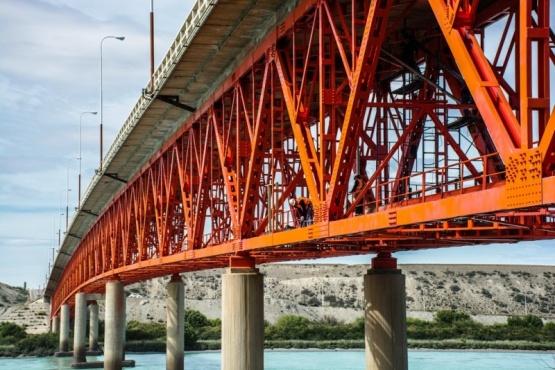 Volverán a cortar la circulación en el puente sobre el Río Santa Cruz