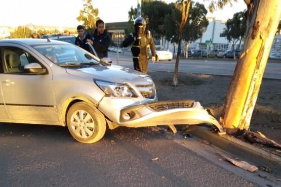 Accidente vial deja a una mujer lesionada