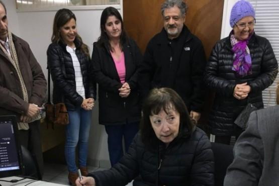 24 familias recibieron el título de propiedad de su vivienda