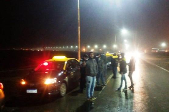 El reclamo de taxistas por un espacio para trabajar en el Aeropuerto podría llegar a un acuerdo