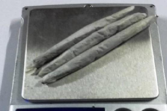 Gendarmería detuvo a dos jóvenes con cigarrillos de marihuana