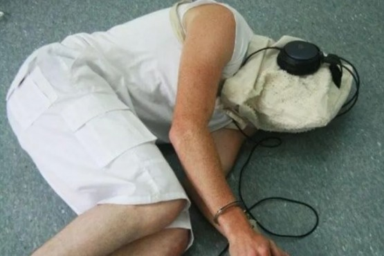 Revelan las insólitas canciones usadas por la CIA para torturar