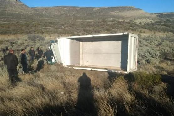 Bomberos rescataron a chofer de un camión