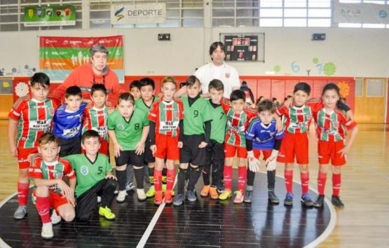 Escuela Carlos Rodríguez y Atlético Santa cruz campeones