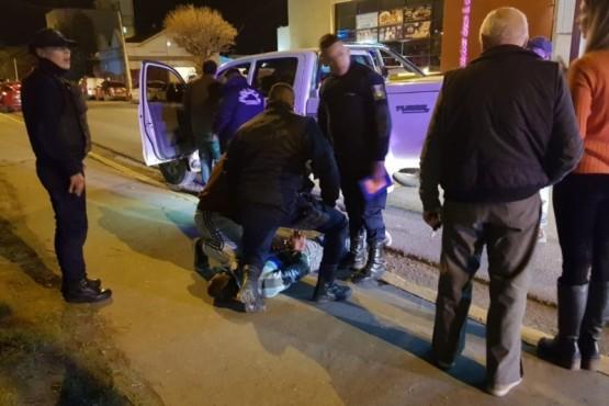 Intentó robar una camioneta y lo agarraron
