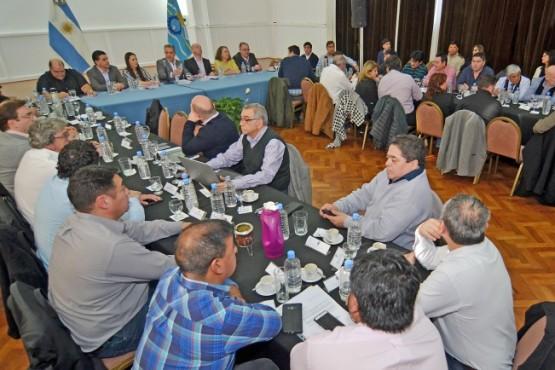 Arcioni se reunió con intendentes e instó a trabajar todos juntos para sacar a Chubut adelante