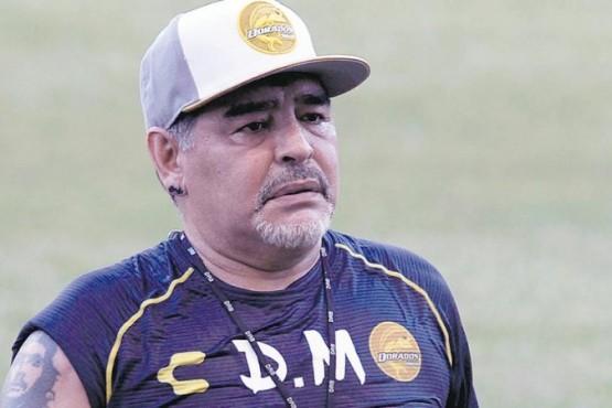 Operan a Maradona