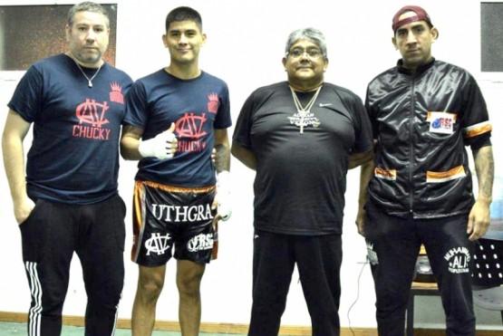 Adrián y su papá siguen juntos por el camino del boxeo.