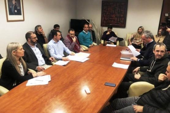 Diputados e intendentes se reúnen con las cooperativas