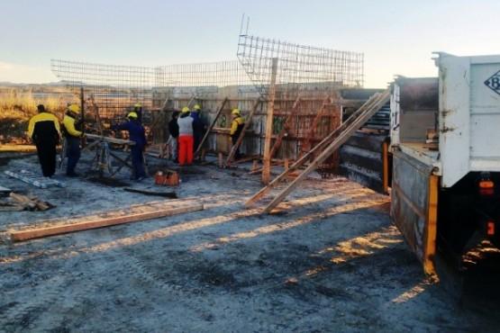 Vialidad Provincial avanza en la construcción del nuevo puente de Caleta Córdova
