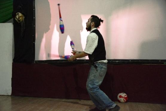 Cuentos de terror y teatro de sombras en la Sala Futura