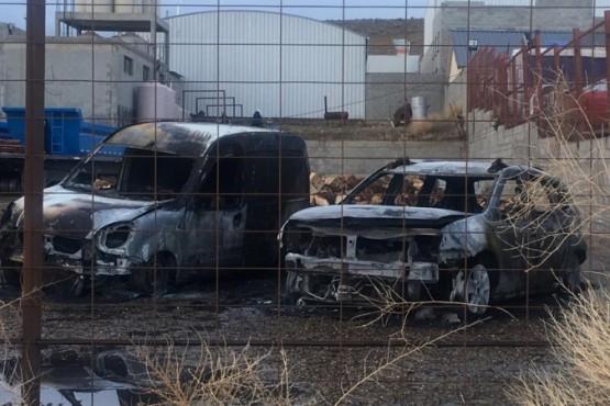 Le incendiaron dos autos a un candidato a Intendente