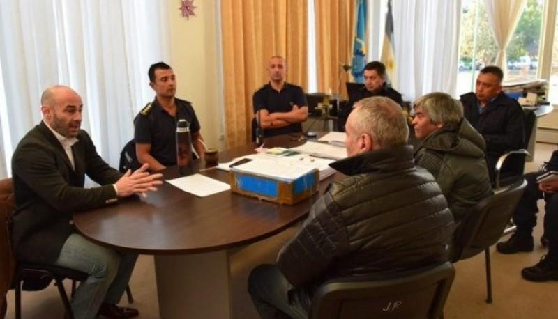 Reunión del Ministro de Gobierno y el Jefe de la policía con integrantes de la Liga Independiente del Fútbol Barrial