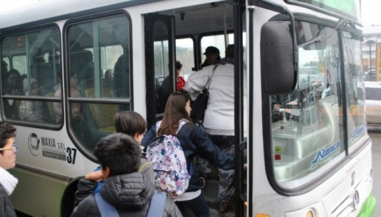 Transporte: tuvieron que cambiar parte del recorrido por el barro