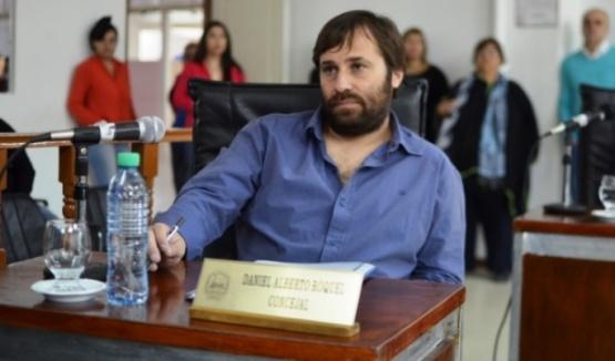 Roquel dijo que le juega a favor el apellido y se despegó de Giubetich