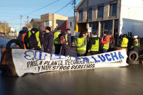 Apostados en las instalaciones de calle Entre Ríos (Foto: C.Robledo)
