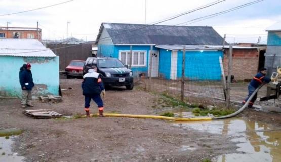 Trabajan para que la familia evacuada pueda volver a su casa