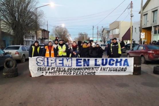 Trabajadores del SIPEM insisten con el reclamo y denuncian nuevos ingresos