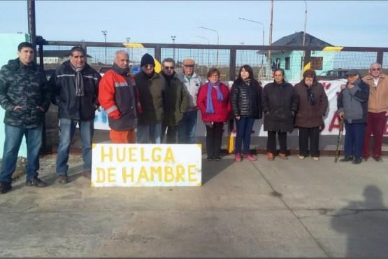 Jubilados mostraron apoyo a la huelga de hambre iniciada por González