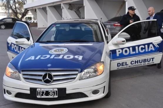 Un Mercedes Benz secuestrado a estafadores será utilizado por la Policía
