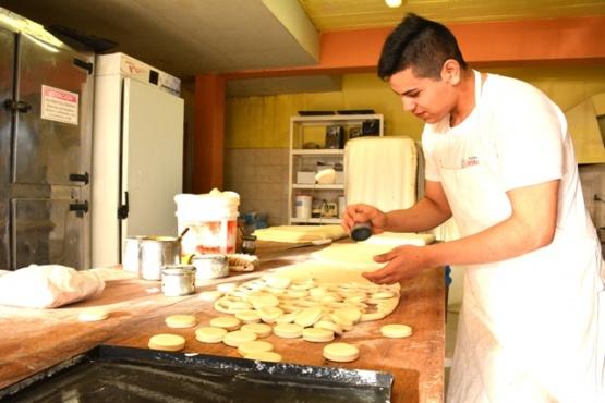 Juan es panadero desde hace 5 años. (C.Robledo)
