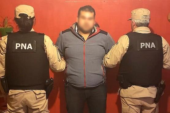 Uno de los sujetos detenidos por Prefectura en los allanamientos.