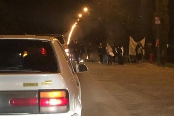 Municipales cortaron la ruta 25 y exigen la renuncia de Artero