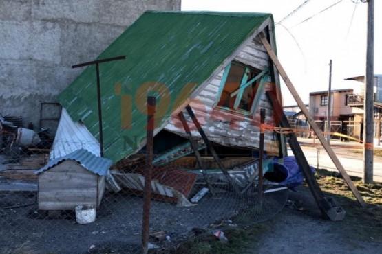 El viento destruyó una casa alpina