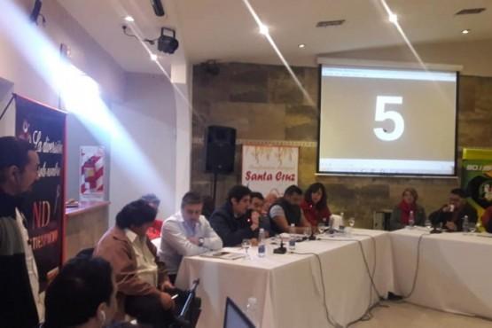 Debate realizado en Perito Moreno. (Foto FM Sensaciones).