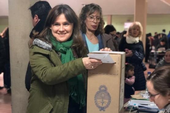 Votó Paola Vessvessian en Río Gallegos