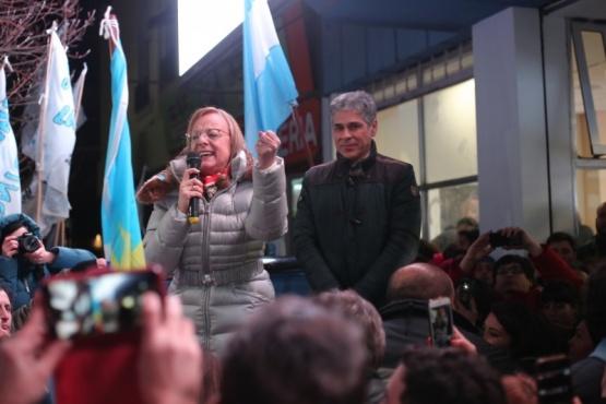 Alicia retuvo la gobernación en una elección en laque el Frente de Todos aplastó a Nueva Santa Cruz