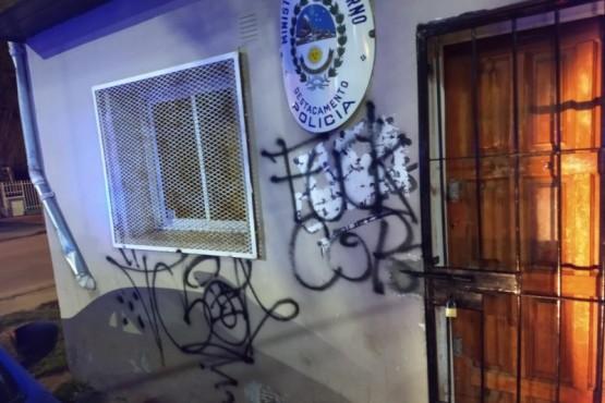 Dos detenidos por provocar daños enel puesto policial y en una casa