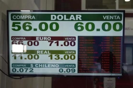 El dólar sube 30% y a supera holgadamente a la inflación de 2019. (Franco Fafasuli)