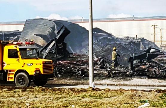 Reclamo de vecinos de la fábrica incendiada