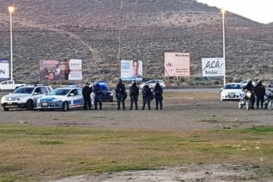 Ante una fuerte presencia policial, docentes y ATE realizan panfleteada en la Ruta 3 y 26