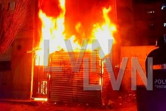 Incendiaron un galpón y parte de un departamento
