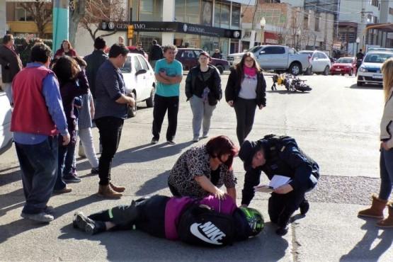 Motociclista herido en impresionante choque en el centro