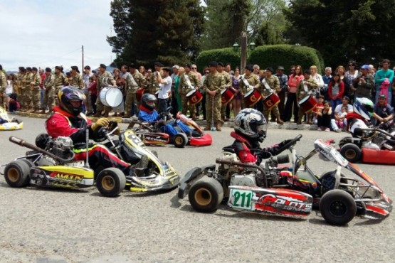 Muestra de karting solidaria en Trevelin