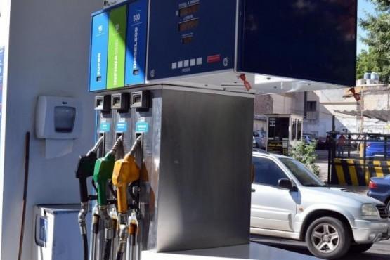 Gobierno congelará el precio de la nafta con la Ley de Abastecimiento
