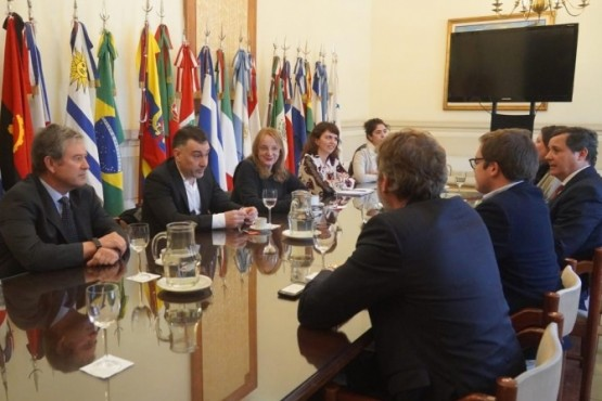 Alicia Kirchner realizóuna reunión de trabajo por las Zonas Francas