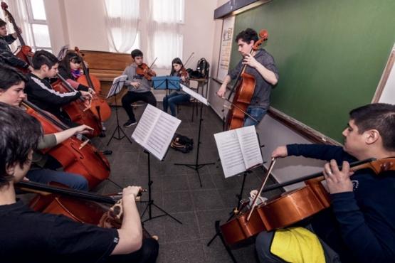 Seminario de cuerdas a estudiantes y profesores de orquestas de la provincia