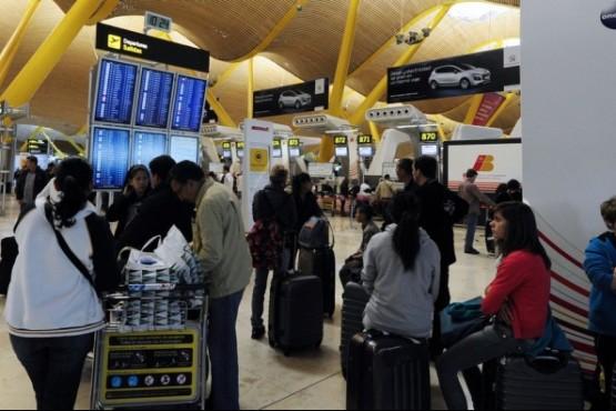 Los argentinos deberán pagar un permiso para viajar a Europa