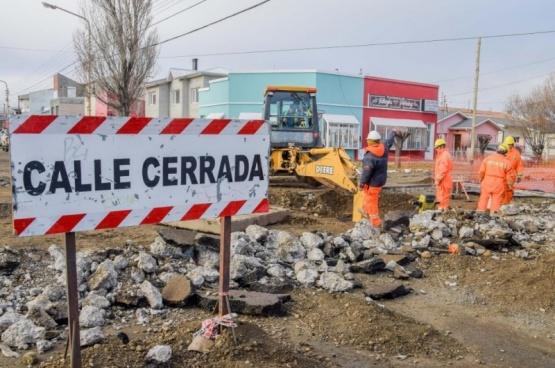 Siguen reparando calles tras la Cuenca Sarmiento