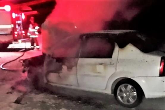 Misterio en Ruta 3: apareció un auto prendido fuego sin ocupantes