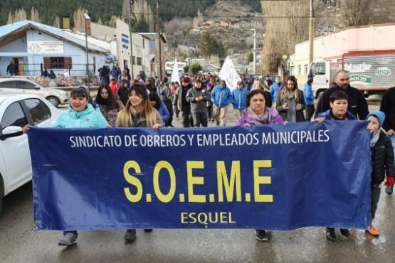 Empleados municipales se movilizan para participar del Esquelazo