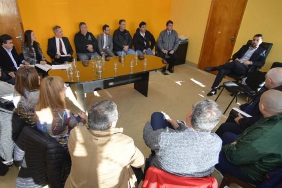 El Gobierno se reunió con representantes de los gremios