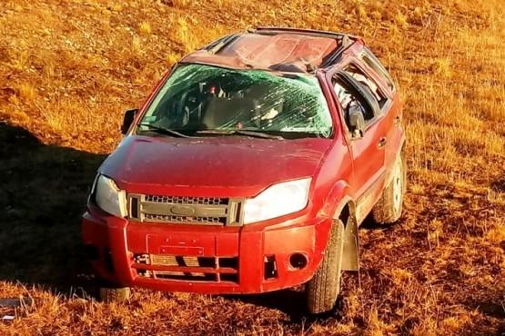 El Ford EcoSport terminó con importantes daños materiales.