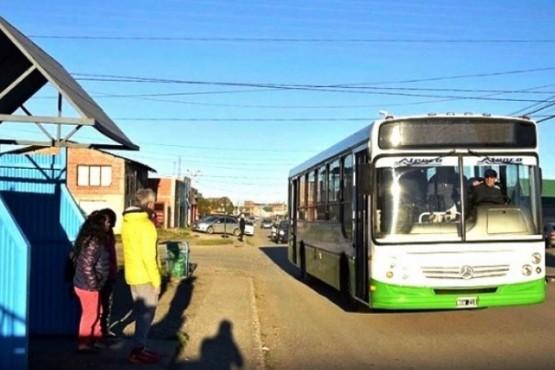 Exigen que se cumpla el recorrido de la Línea E del transporte público