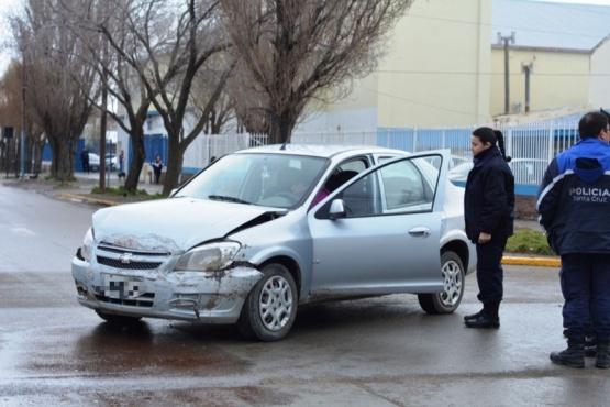 Una mujer embarazada quedó internada tras protagonizar una colisión