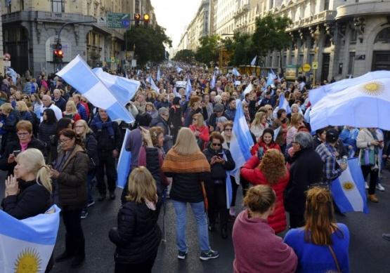 Concurrida movilización a favor del Gobierno